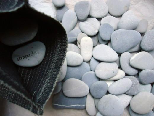 La piedra vive por el lado de abajo (Roberto Juarroz).
